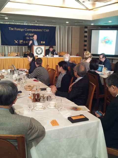 Eric Martinot speaking at the Foreign Correspondent's Club of Japan